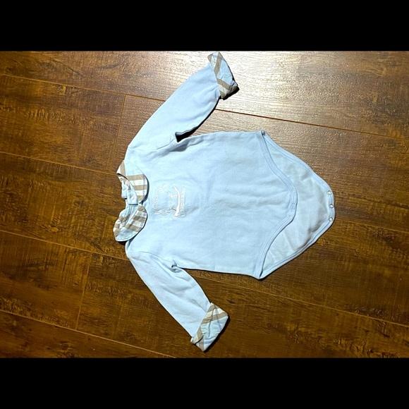 Burberry onesie Authentic 3m